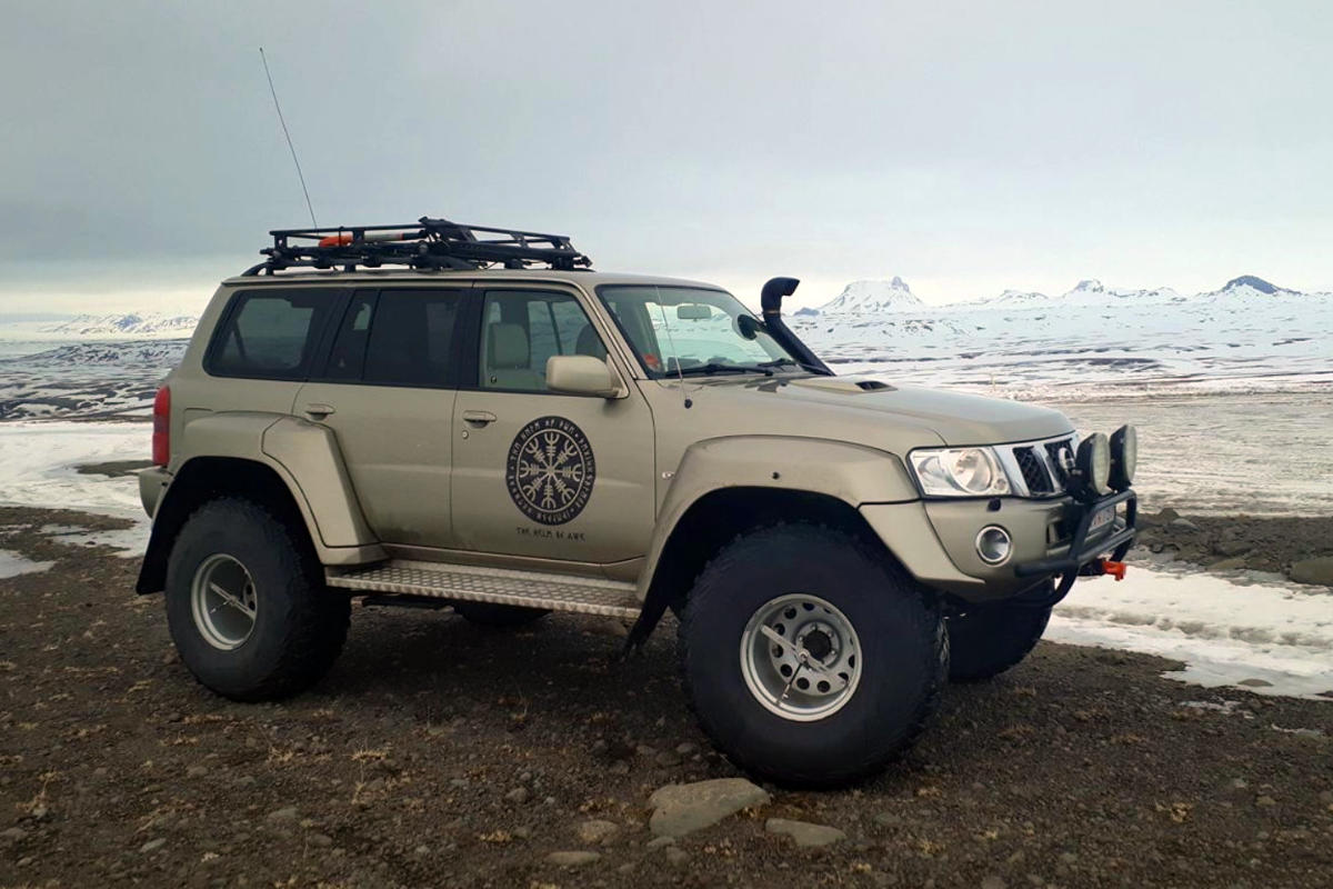 "Nissan Patrol 44"" Super Jeep - Iceland Outdoor"