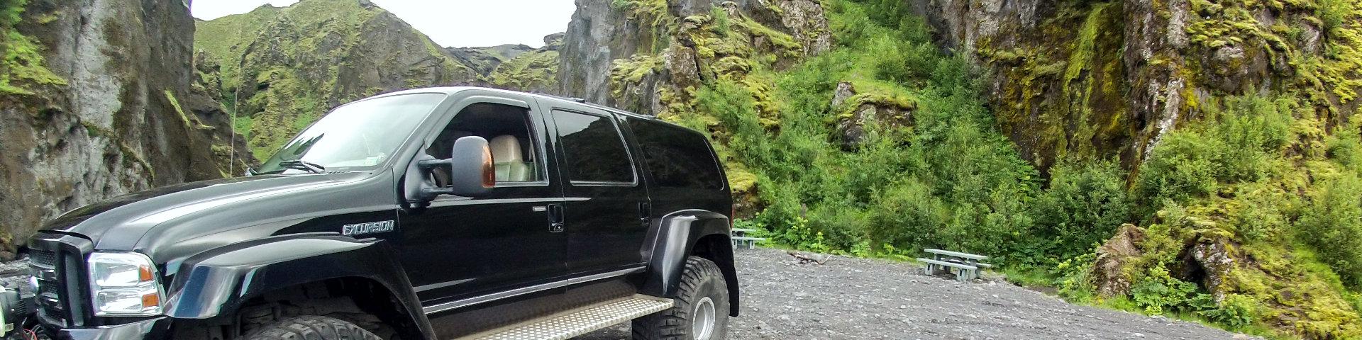Ford Excursion in Stakkholtsgjá / Thorsmörk